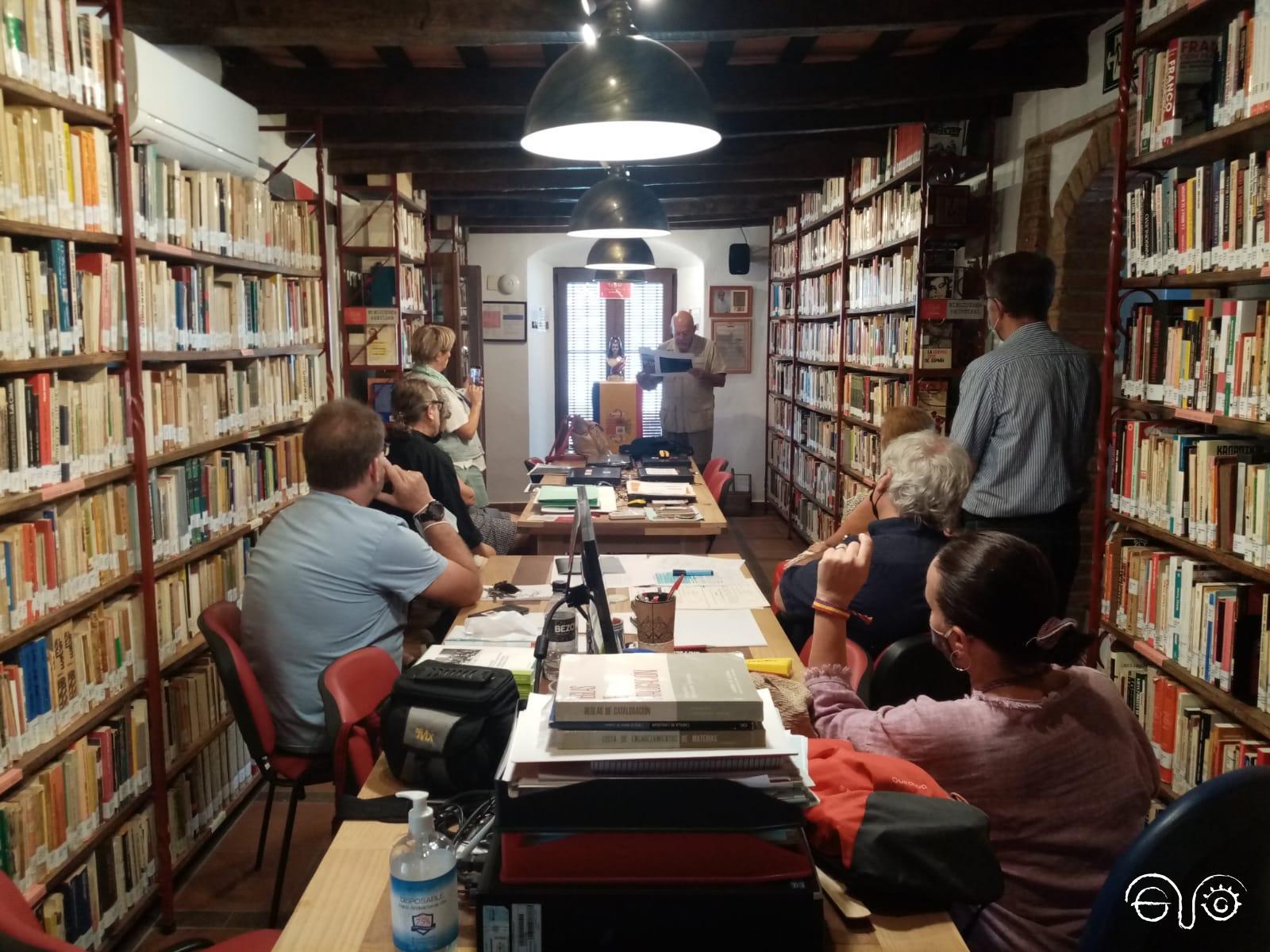 Lectura de poemas en la Biblioteca Javier Núñez Yáñez de la Casa de la Memoria.